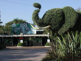 Eingang des San Diego Zoo © ConspiracyofHappiness